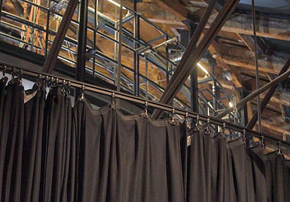 Fabricación e instalación de cámaras negras para teatros